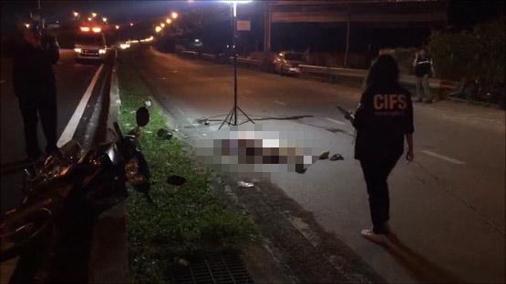 ชายสูงวัยขี่ จยย.เสียหลักชนขอบทางเสียชีวิตบนถนนนครอินทร์