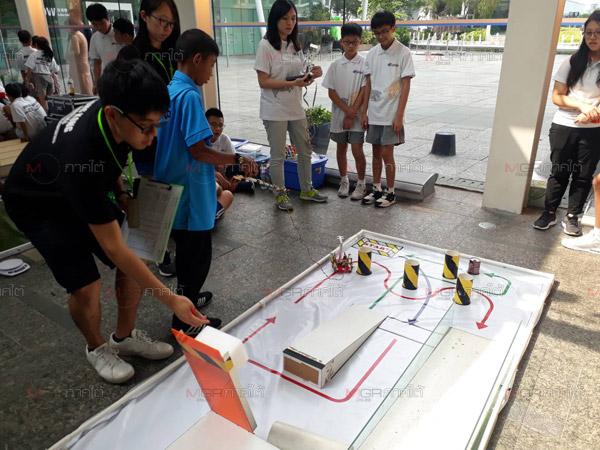 ปรบมือ! เด็กตรังสร้างชื่อกวาด 4 รางวัลการแข่งขันหุ่นยนต์ที่ฮ่องกง
