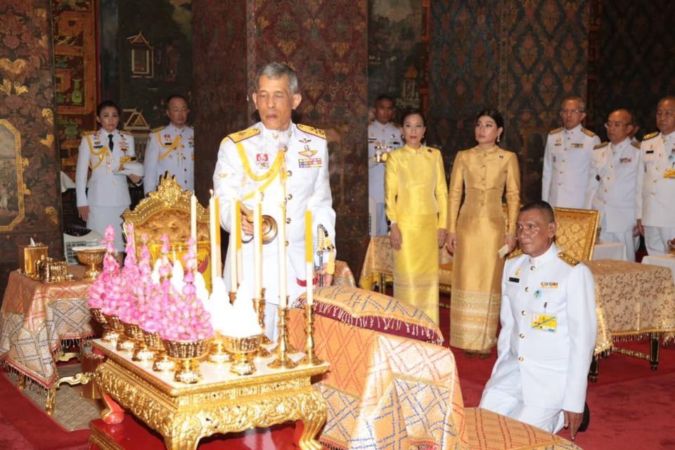สมเด็จพระเจ้าอยู่หัว เสด็จพระราชดำเนิน ทรงบำเพ็ญพระราชกุศล เนื่องในเทศกาลเข้าพรรษา