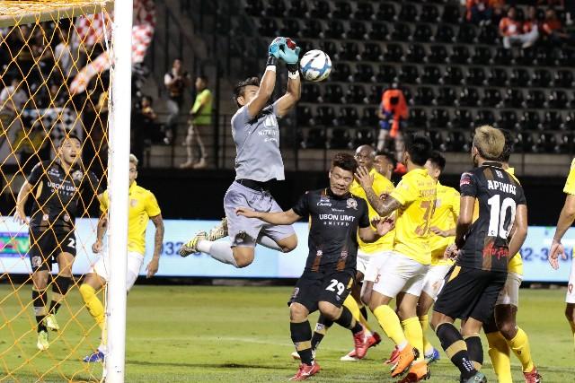 ราชบุรี ปลดล็อคชัยเกมลีก บุกทุบอุบล 2-0 รอบหกเกม