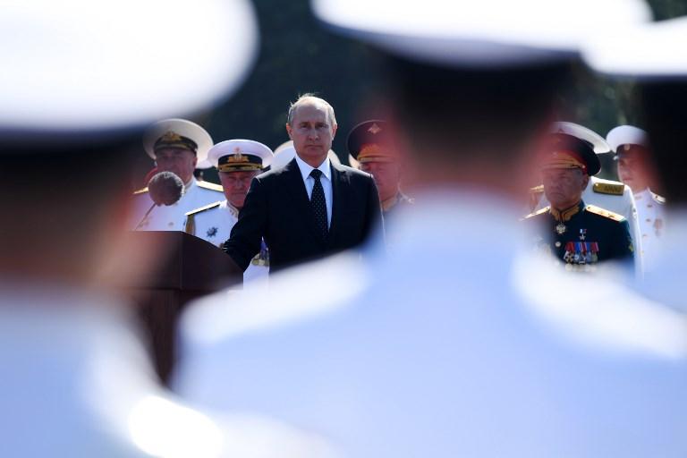 <i>ประธานาธบดีวลาดีมีร์ ปูติน ของรัสเซีย เป็นประธานพิธีตรวจพลสวนสนามที่เซนต์ปิเตอร์สเบิร์กคราวนี้ </i>