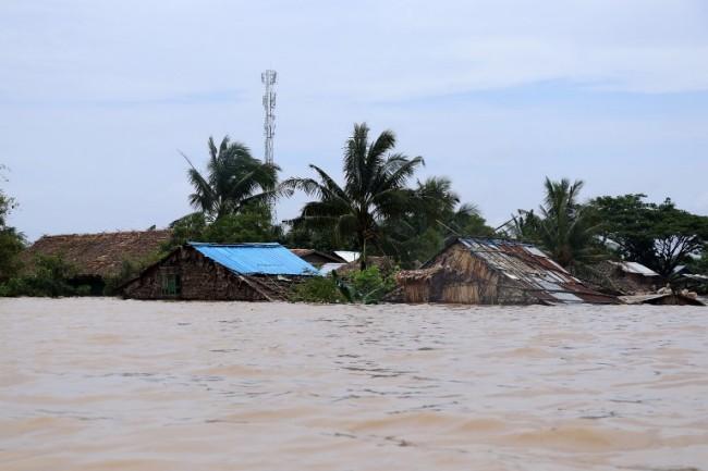 น้ำท่วมพม่าต่อเนื่องชาวบ้านอพยพเกินแสน ยอดดับเพิ่มเป็น 11 ราย