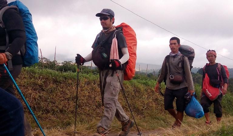 อิเหนาอพยพนักท่องเที่ยวลงจาก 'ภูเขาไฟรินจานี' ได้อีกกว่า 500 คน