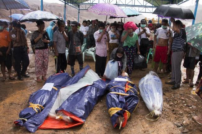 พม่ากู้ร่างเหยื่อดินถล่มเขตเหมืองหยกได้แล้ว 23 ศพ