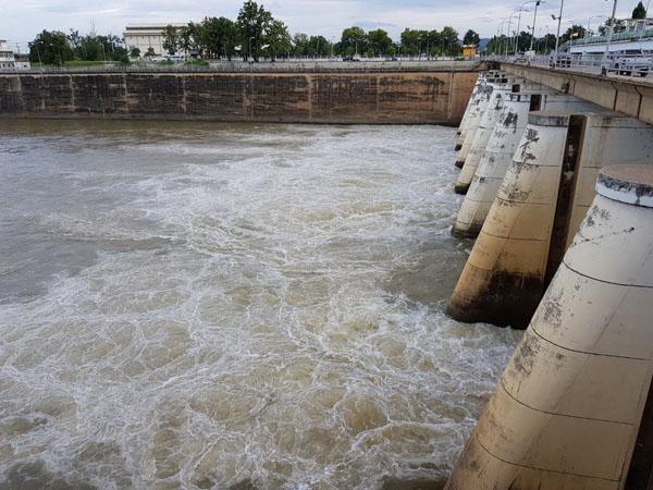 เขื่อนวชิราลงกรณ เริ่มปล่อยน้ำเป็น 31 ล้าน ลบ.ม.แล้ว แนะติดตามข้อมูลทางกล้อง CCTV 24 ชั่วโมง