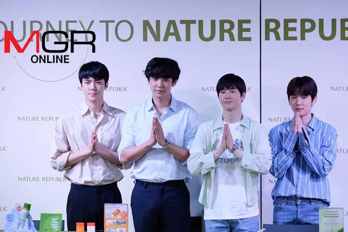 """ลานแทบแตก """"EXO"""" โผล่ไทยแจกลายเซ็นหน้าห้างฯงาน Nature Republic คนทะลักลามถึงสะพานลอย"""
