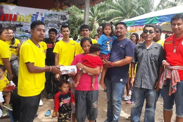 ทีมคนแก่รถแต่งซิ่งสายบุญ มอบเงินช่วยเหลือครอบครัวหญิงหม้ายลูก 4 ที่กระบี่