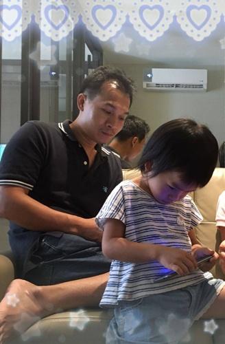 ชวนพ่อแม่ที่มีลูกเล็กแบนสมาร์ทโฟนกันเถอะ/สรวงมณฑ์ สิทธิสมาน