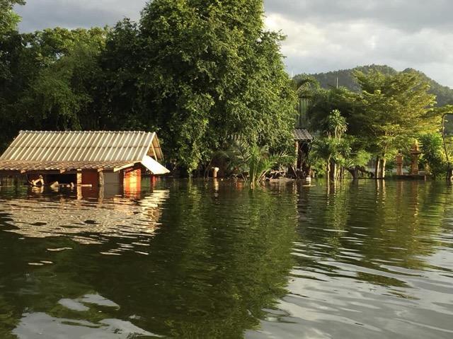 เดือดร้อนแล้ว ชาวบ้านพุเข็ม แก่งกระจาน โดนน้ำท่วมตัดขาดจากโลกภายนอก