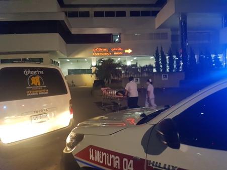 ระทึก!ผู้ป่วยเครียดจ่อโดดตึกจอดรถ รพ.ลำปาง โชคดีกล่อมกันทัน