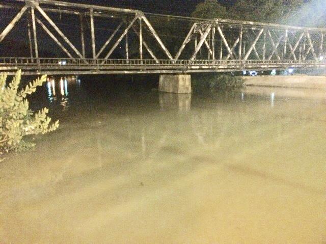 ปริมาณน้ำริมแม่น้ำเพชรบุรี บางพื้นที่อยู่ขั้นยังวิกฤติ และเฝ้าระวัง
