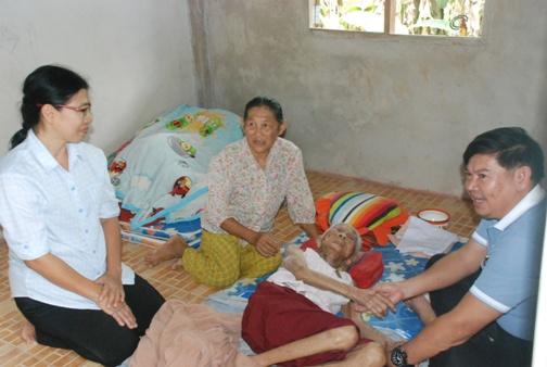 พบยายทวดอายุยืน 102 ปี สุขภาพดีลุกนั่งเองได้ไม่ป่วยติดเตียง