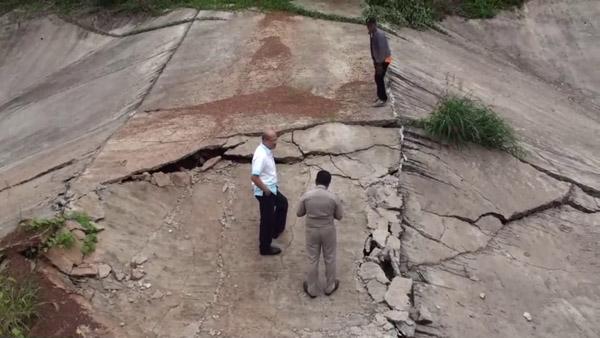 ฉาวโผล่ประจานอีก! ฝายเก็บน้ำชัยภูมิ ผลาญ 7 ล้าน สร้างเสร็จแค่ปีเดียวแตกพังเหลือแต่ซาก