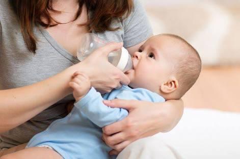 พ่อแม่ให้ลูกก่อน 6 เดือนกินน้ำเปล่ามากถึง 86% เสี่ยงขาดสารอาหาร กินนมแม่น้อยลง