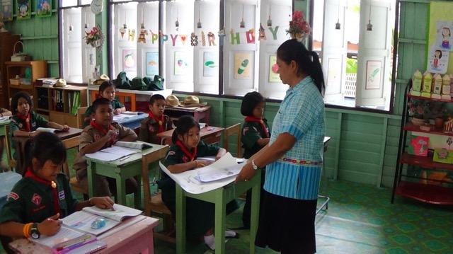 ชื่นชม! 'คุณครูอุบล' แม่พิมพ์ของชาติแห่งเมืองอ่างทอง เกษียณแล้วยังสอนหนังสือเด็กไม่เอาเงินบำนาญ