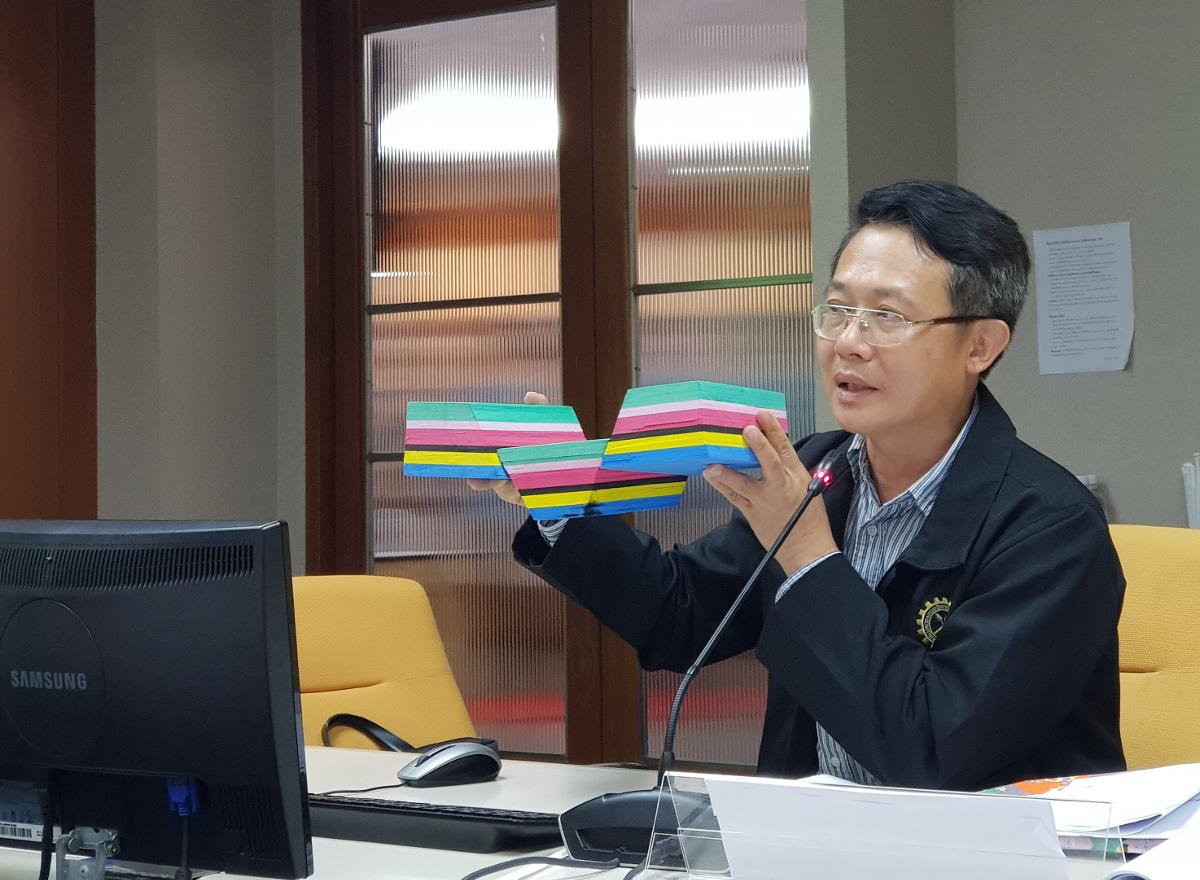 นายนิวัติ บุญนพ ยังแสดงถึงลักษณะรอยเลื่อนที่ทำให้เกิดลักษณะภูมิประเทศต่างๆ
