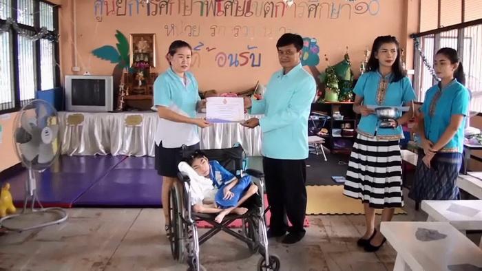 อุบลฯมอบรางวัลแม่ผู้เสียสละ เลี้ยงลูกพิการเพียงลำพังมากว่า 5 ปี