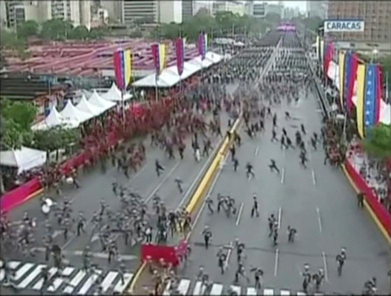ผู้คนพากันแตกตื่นวิ่งหนี หลังจากมีโดรนระเบิดขณะผู้นำเวเนซุเอลากำลังปราศรัย