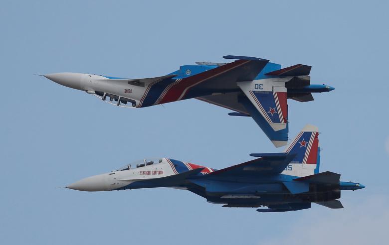 เครื่องบินขับไล่ Sukhoi Su-30 กำลังแสดงบินผาดโผนในการแข่งขัน อินเตอร์เนชันแนล อาร์มี เกมส์ 2018