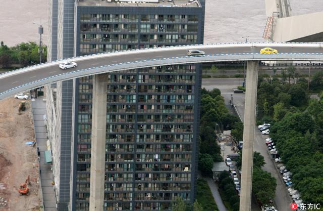 ถนนยกระดับในนครฉงชิ่ง สูง 72 เมตร สูงที่สุดในประเทศจีน (ภาพไอซี)