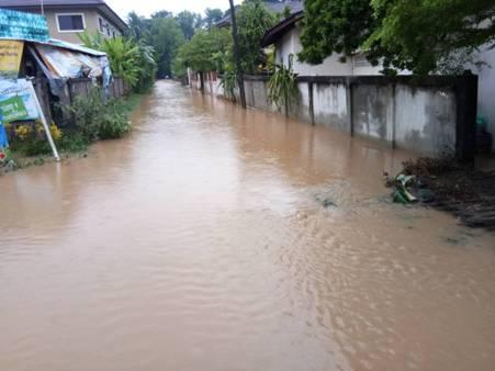 ฝนกระหน่ำน้ำทะลักล้นอ่างฯ 7 หมู่บ้านชายแดนเชียงของ อ่วม