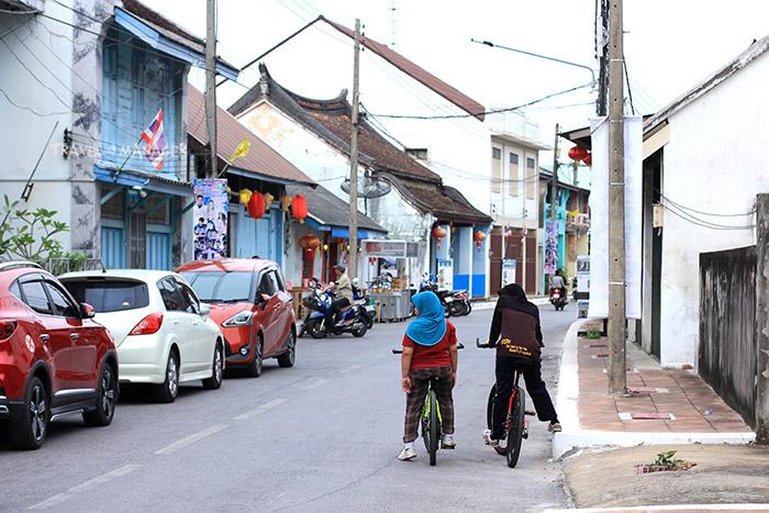 ย่านชุมชนเก่าบนถนนอาเนาะรู
