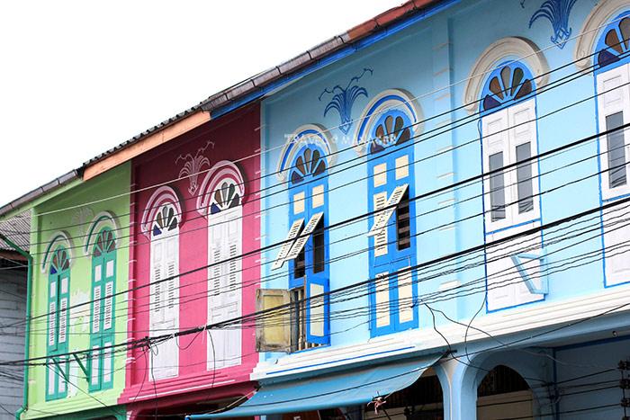 ตึกสไตล์ชิโนโปรตุกีส อีกหนึ่งสีสันอันน่ายลในบริเวณย่านเมืองเก่า