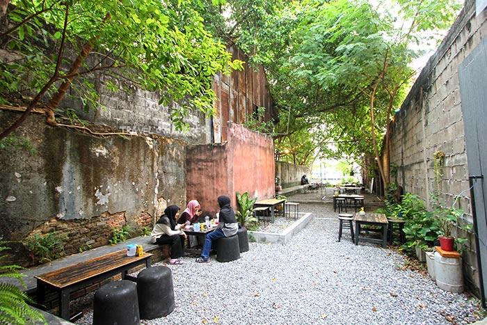 อินตออาฟ คาเฟ่ แอนด์ แกลเลอรี่ ร้านกาแฟร่วมสมัยริมแม่น้ำปัตตานี
