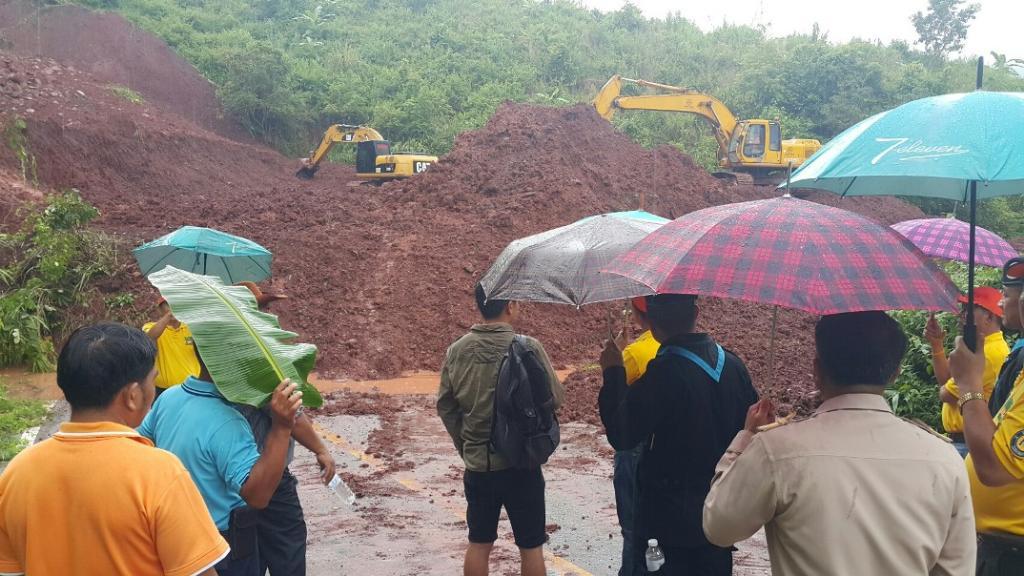 อ่วมซ้ำ!ดินถูกเขาถล่มปิดทางบ่อเกลือ-เฉลิมพระเกียรติ คน 11 หมู่บ้านเดือดร้อนหนัก