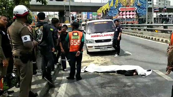 ชายสูงวัยขับจยย.เกี่ยวรถบรรทุกล้ม ถูกทับร่างดับกลางถนนย่านปากเกร็ด