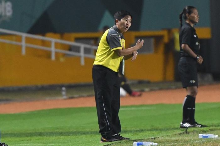 """""""โค้ชหนึ่ง"""" รับ """"ชบาแก้ว"""" เป็นรองจีนทุกด้าน หลังพ่ายเละ 0-5 จอดป้ายอชก."""