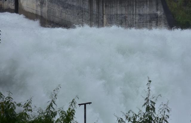 แจ้งขยายเวลาการระบายน้ำจากเขื่อนวชิราลงกรณ  วันละ 53 ล้าน ลบ.ม./วัน จาก 5วัน เป็น12 วัน