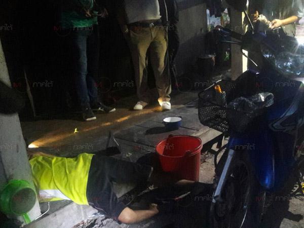 สลด! หนุ่มเมืองลุงถูกยิงบาดเจ็บขอชาวบ้านช่วยเหลือ ก่อน ตร.ตรวจพบศพเมียตายใต้ถุนบ้าน