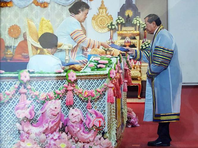 """""""ดร.ทองคูน"""" รัฐมนตรีกัมพูชาเข้ารับพระราชทานปริญญาบัตรฯ ม.เทคโนฯราชมงคล"""
