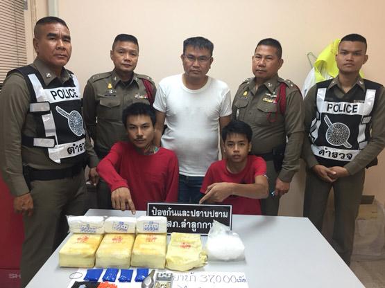 ตำรวจลำลูกกา ล่อซื้อยาบ้ารวบแก๊งต่ำเอี่ยว พร้อมของกลางกว่า 3 หมื่นเม็ด