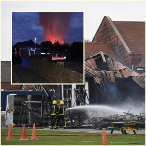 In Pics:ไหม้รับเปิดเทอม! นักดับเพลิง 80 คน รถดับเพลิงอีก 12 คันระดมดับไฟไหม้ที่โรงเรียนประถมกลางกรุงลอนดอน