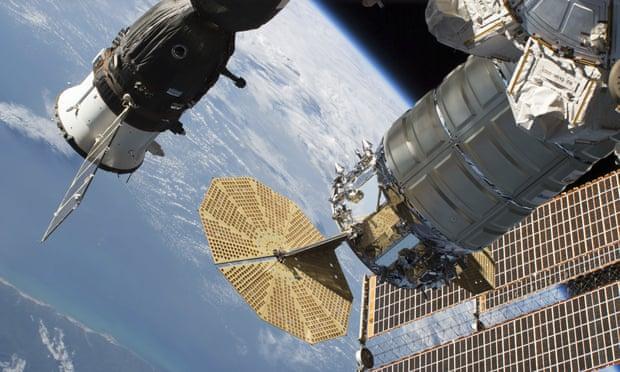 รัสเซียเผยพบอากาศรั่วไหลขณะไปปฏิบัติหน้าที่บนสถานีอวกาศ
