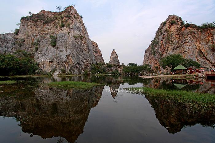 ภูเขาสะท้อนเงาในสระน้ำขุมเหมืองเก่า