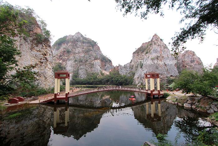 สะพานเดินชมวิวอีกหนึ่งไฮไลท์แห่งอุทยานหินเขางู