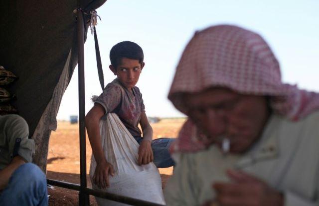 ชาวบ้านนับพันแห่หนีจากจังหวัดอิดลิบ ก่อนทัพซีเรียเปิดฉากบุกใหญ่