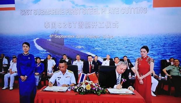 (ขอบคุณภาพจาก https://www.facebook.com/Submarine-Squadron-กองเรือดำน้ำ-กองเรือยุทธการ-222887361082619/) พล.ร.อ.นริส ประทุมสุวรรณ ผบ.ทร. เป็นประธานในพิธีตัดแผ่นเหล็กเริ่มการสร้างเรือดำน้ำ S26T ที่อู่ต่อเรือ ในอู่ฮั่น เมืองเอกของมณฑลหูเป่ย