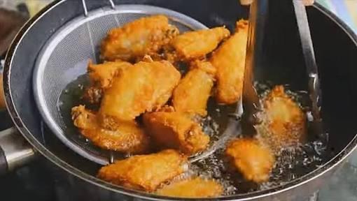 """""""ไขมัน"""" จากอาหารทอด ต้นตอโตเป็นสาวไว ไม่เกี่ยว """"กินไก่"""" เหตุ กม.ห้ามใช้ฮอร์โมนเร่งโต"""