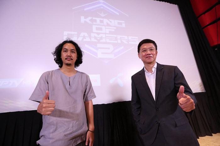 คุณกัลป์ กัลย์จาฤก ผู้อำนวยการผลิตรายการ King of Gamers (ซ้าย) และ คุณสุรินทร์ กฤตยาพงศ์พันธุ์ ผู้บริหารสถานีโทรทัศน์ PPTV HD 36(ขวา)