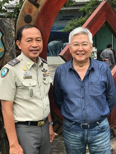 ครรชิต ศรีนพวรรณ ผู้อำนวยการอุทยานแห่งชาติเขาใหญ่  และวิสุทธิ์ โลหิตนาวี ซีอีโอ กราน-มอนเต้