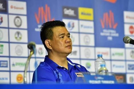 """""""โค้ชด่วน"""" ตั้งเป้าพาลูกยางสาวไทยคว้าตั๋วโอลิมปิก 2020"""