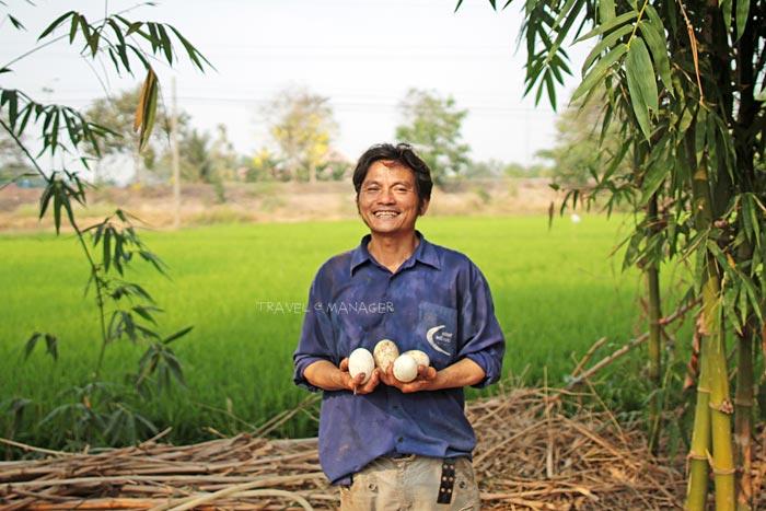 เกษตรกรที่เกาะเกิดดำเนินชีวิตตามปรัชญาเศรษฐกิจพอเพียงของในหลวง ร.๙