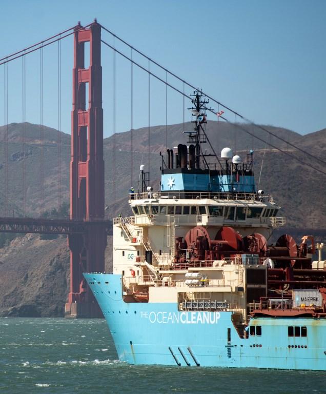 เรือเก็บกวาดขยะจะออกไปทดสอบการทำงานเก็บกวาดขยะพลาสติกในมหาสมุทรห่างขากชายฝั่ง 240 ไมล์ทะเลนาน 2 สัปดาห์ (JOSH EDELSON / AFP)