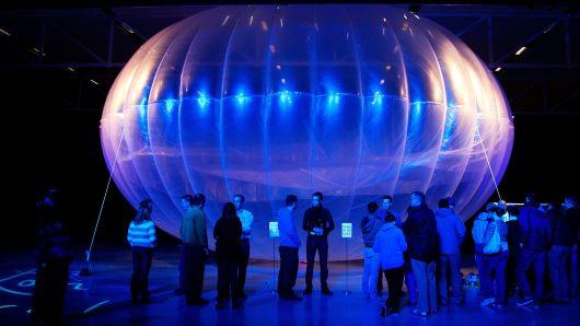 แฟ้มภาพบอลลูน WiFi Project Loon ถูกนำมาแสดงที่พิพิธภัณฑ์ Air Force Museum ในเมืองไครสเชิร์ด นิวซีแลนด์เมื่อปี 2013