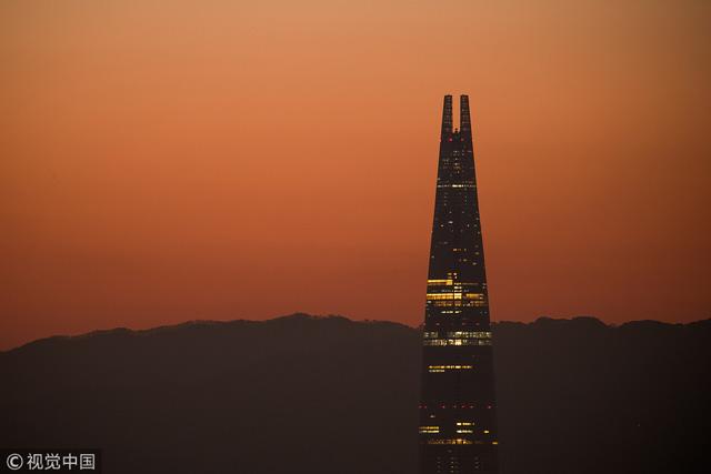 อันดับ 2 อาคาร ลอตเต้ เวิลด์ ทาวเวอร์ (Lotte World Tower), กรุงโซล ประเทศเกาหลีใต้ สูง 555 เมตร