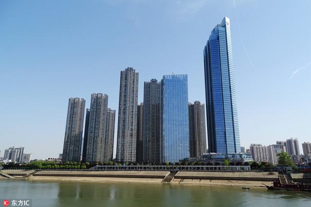 อันดับ 7 อาคารยู่ว์ซิ่ว ฟอร์จูน เซ็นเตอร์ ทาวเวอร์ 1(Yuexiu Fortune Center Tower 1), อู่ฮั่น, ประเทศจีน สูง 330 เมตร